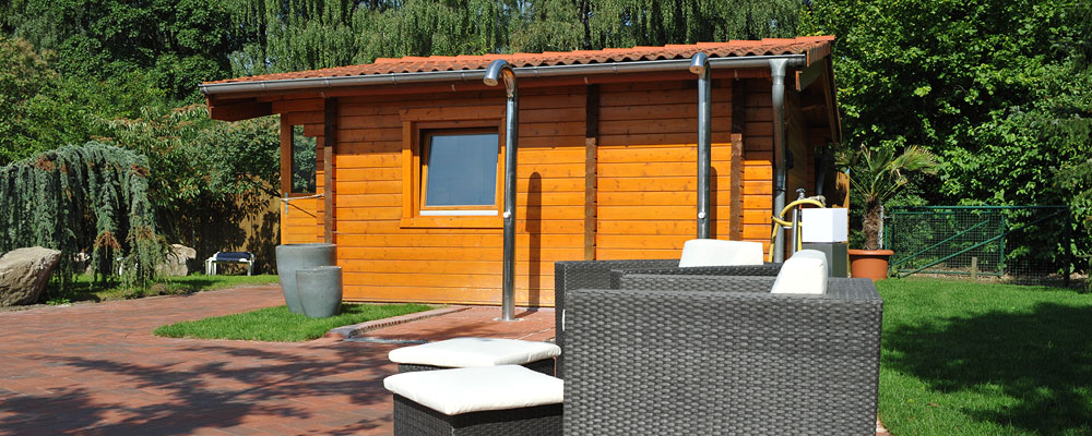 Der Saunagarten lädt nach einem Saunagang zur Erholung und Regenerieren ein